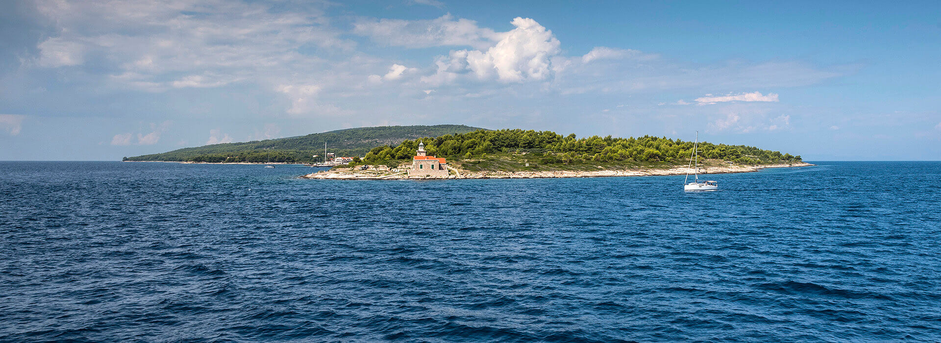 "In a beautifully decorated ambient with clear sea and intact nature, you can enjoy delicious meals and experience the unmatched spirit of Dalmatia. Visit tavern ""Bracera""."